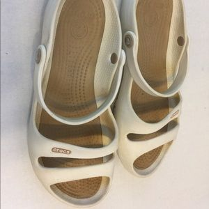 Crocs sandals size 9 cream and gold